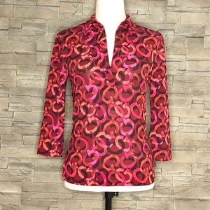 "Guess red ""G"" motif v-neck collared top"